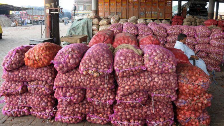 कांद्याच्या निर्यातीवर निर्बंध; वाढत्या किमतीवर तोडगा काढण्यासाठी केंद्र सरकारचा प्रयत्न