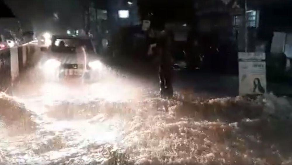 Pune Rain: पुणे, बारामती मध्ये पावसाचा हाहाकार; नागरिकांनी शेअर केले पावसाच्या रौद्ररूपाचे व्हिडिओज आणि फोटोज