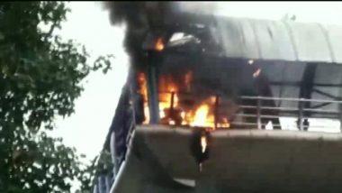 Mumbai Fire: कॉटन ग्रीन रेल्वे स्थानकाजवळ स्कायवॉकला आग; अग्निशमन दलाच्या 2 गाड्या रवाना