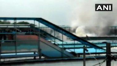 नवी दिल्ली येथील रेल्वे स्थानकावर थाबंबलेल्या एक्सप्रेसच्या बोगीला भीषण आग