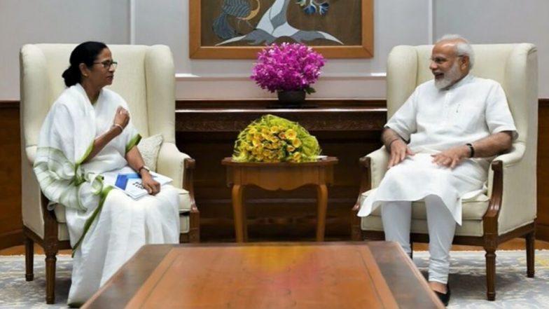 ममता बॅनर्जी यांनी राजकीय वाद बाजूला ठेवत पंतप्रधान नरेंद्र मोदी यांची घेतली भेट, चर्चांना उधाण