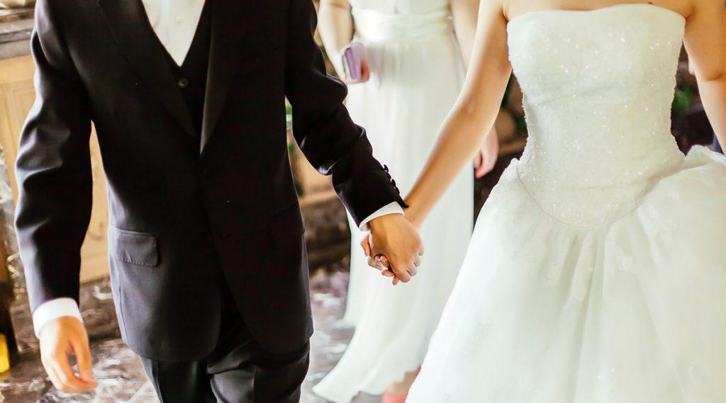 Fact Check : Iceland मधील मुलींशी लग्न करा आणि दरमहा ३ लाख कमवा