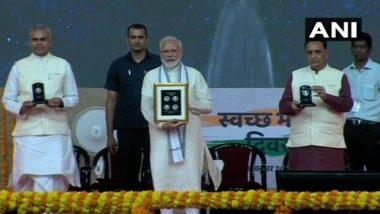महात्मा गांधी यांच्या 150 व्या जयंतीनिमित्त, पंतप्रधान नरेंद्र मोदींनी जारी केले 150 रुपयांचे नाणे व टपाल तिकिट