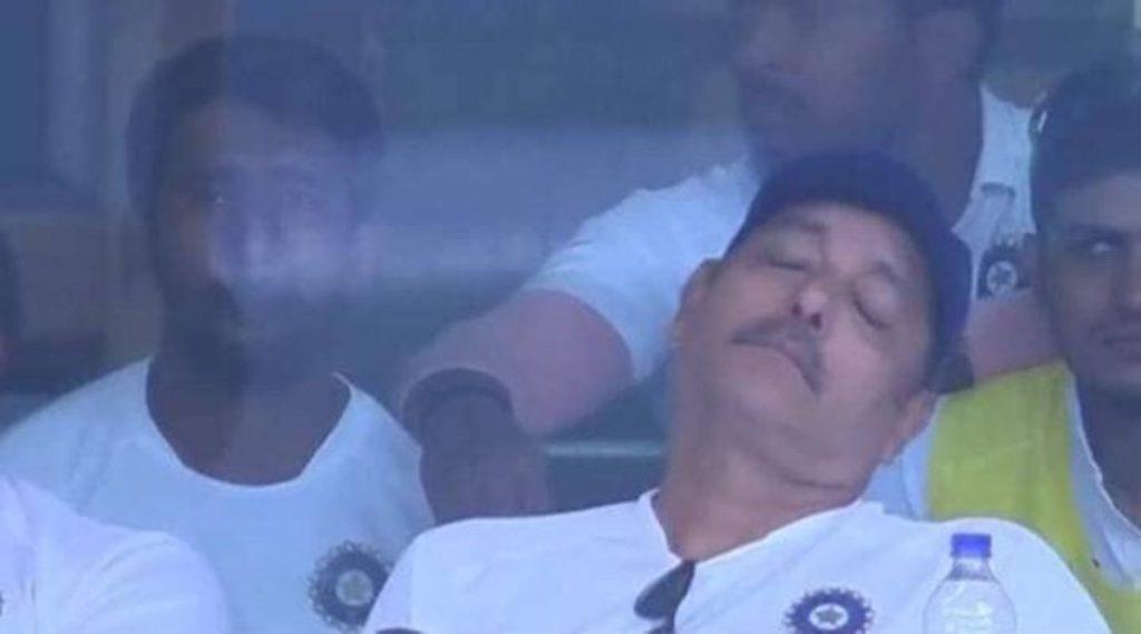 IND vs SA 3rd Test 2019: ड्रेसिंग रूममध्ये झोपल्यामुळे रवि शास्त्री झाले ट्रोल; 10 करोड रुपये कमावण्यासाठी सर्वोत्तम Job, यूजर्सने दिल्या प्रतिक्रिया