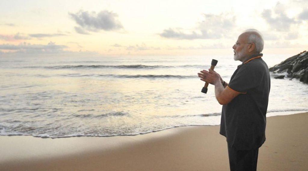 पंतप्रधान नरेंद्र मोदी यांनी महाबलीपुरम च्या समुद्र किना-यावर अथांग सागराला उद्देशून लिहिली एक भावपूर्ण कविता