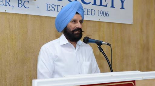 PMC बॅंकेच्या खातेदारांकडून माजी व्यवस्थापकाचा निषेध; 'वरयाम सिंह चोर है' अशा दिल्या घोषणा