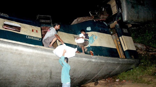 बांग्लादेशमध्ये दोन रेल्वेची समोरासमोर धडक; अपघातात 15 जण ठार तर 58 जण जखमी