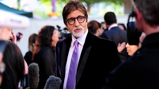 चित्रपटसृष्टीत बॉलिवूड शेहनशाह अमिताभ बच्चन यांचे 'अर्धशतक'!