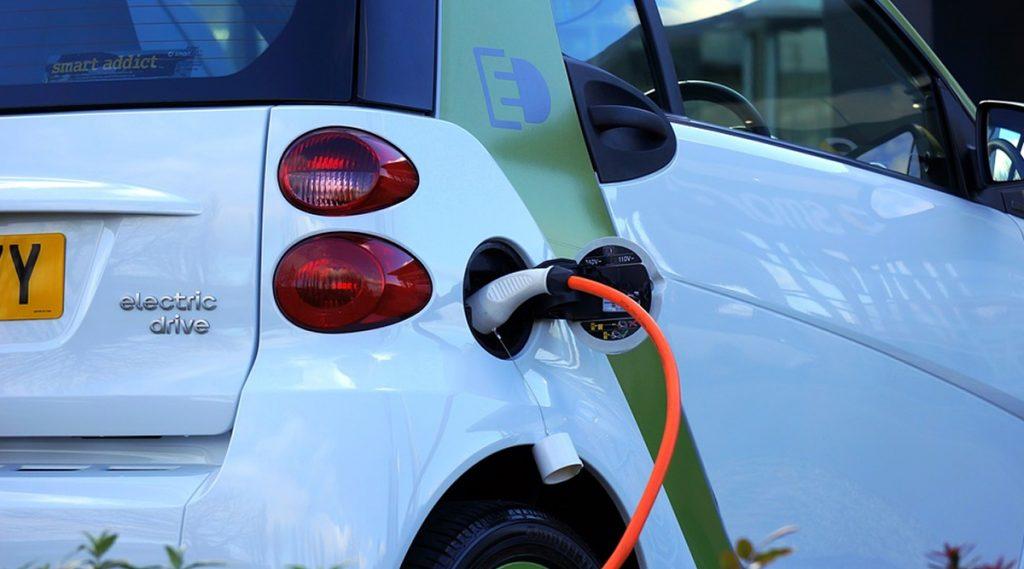 10 मिनिटे चार्जिंग केल्यानंतर 320 किमीपर्यंत चालणारी कार; वाचा या नव्या बॅटरीबद्दल