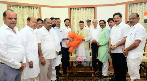 Maharashtra Government Formation: शिवसेनेचा महाराष्ट्रात सत्तास्थापनेचा दावा; आदित्य ठाकरे यांनी घेतली राज्यपालांची भेट