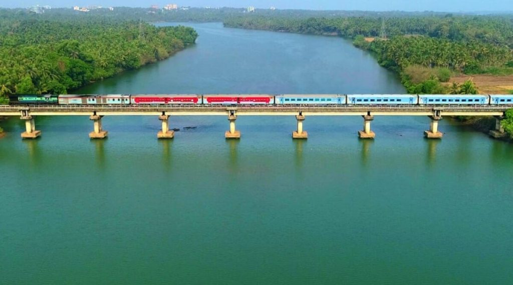 IRCTC Cancelled Trains List: मुंबई -पुणे दरम्यान धावणार्या रेल्वेसोबत देशभरातील लांब पल्ल्यांच्या 'या' गाड्या आज रद्द; पहा संपूर्ण यादी