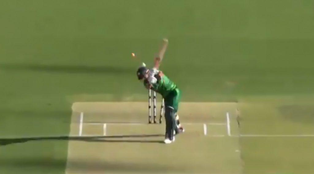 AUS vs PAK 3rd T20I: मिशेल स्टार्क याने गमावलीहॅटट्रिकची संधी, शानदार चेंडूवरमोहम्मद रिजवान याला बोल्ड करत सर्वांना केलेचकित, पाहा Video