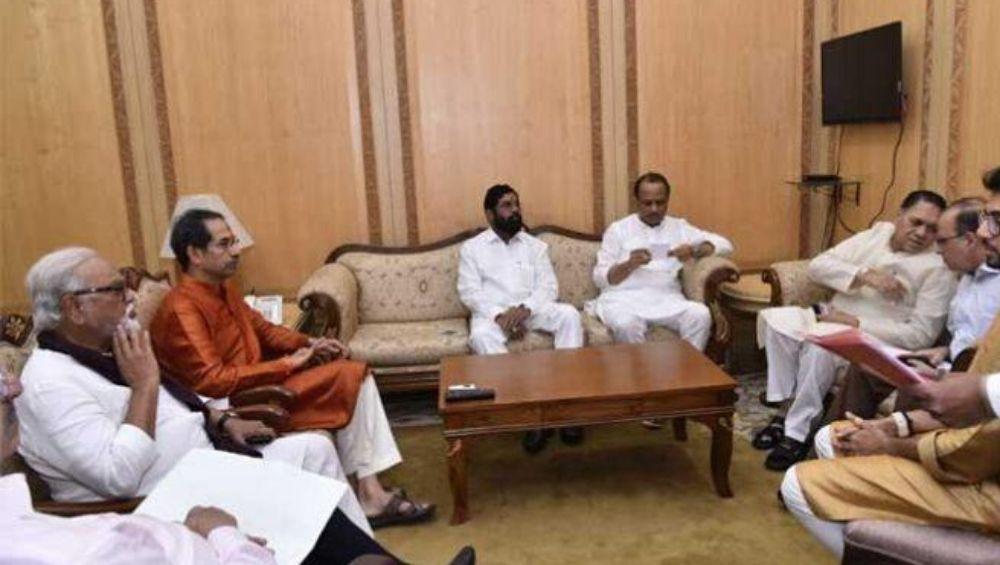 मुख्यमंत्री झाल्यावर उद्धव ठाकरे यांनी घेतले 'हे' महत्वाचे निर्णय; सहा मंत्र्यांसह पार पडली पहिली कॅबिनेट बैठक