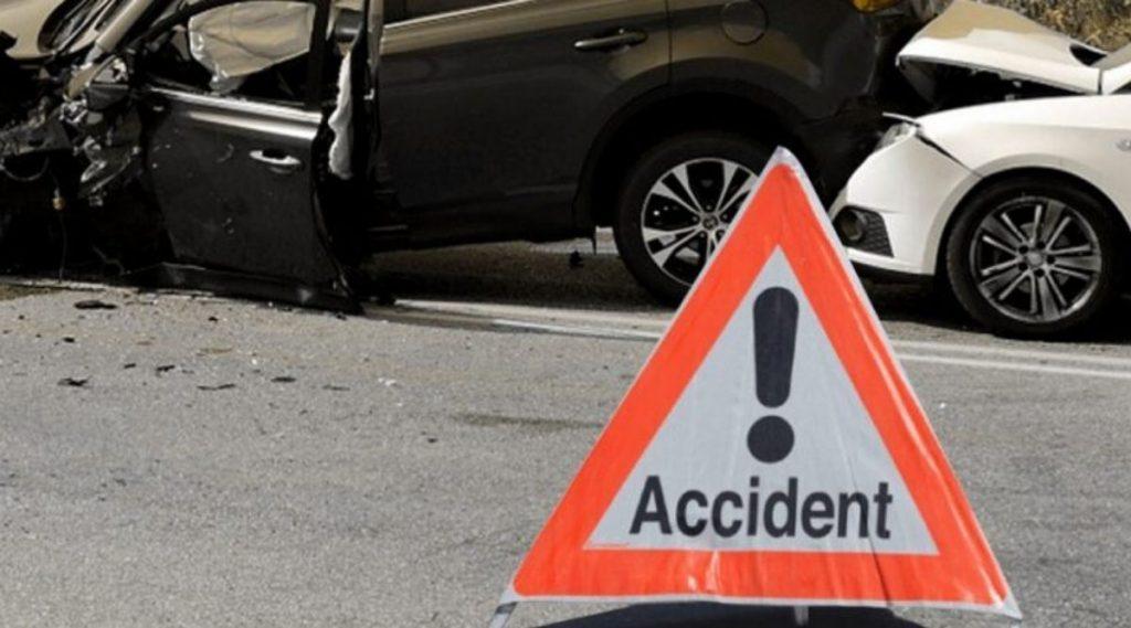 मुंबई-पुणे महामार्गावर भीषण अपघात, चालकाचा जागीच मृत्यू