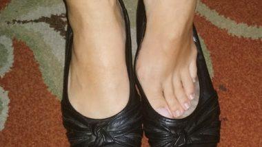 Feet Care Tips: दिवसभर शूज घातल्यामुळे पायाला येणारा दुर्गंध टाळण्यासाठी वापरा 'या' सोप्या टीप्स