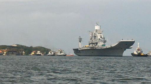 नौदलाकडून नौदल तळ आणि युद्धनौकांवर स्मार्ट फोनसह सोशल मीडियावर बंदी