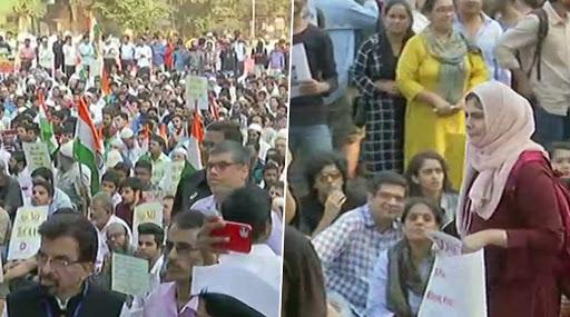 मुंबई: नागरिकत्व दुरूस्ती कायद्याच्या विरोधात ऑगस्ट क्रांती मैदानात नागरिकांचे आंदोलन