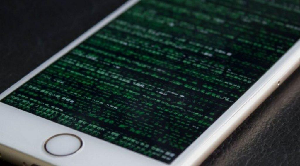 सावधान! अॅन्ड्रॉइड स्मार्टफोनच्या तुलनेत iPhone हॅक होण्याचा सर्वाअधिक धोका-रिपोर्ट