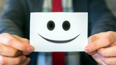 ऑफिसमध्ये उत्साही राहण्यासाठी वापरा 'या' टिप्स, करियरसाठी ठरतील फायदेशीर