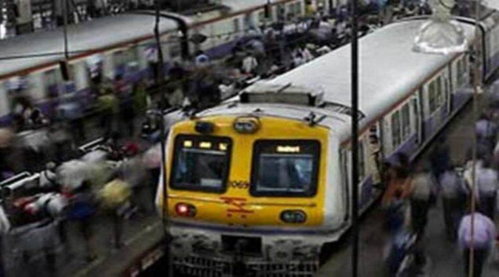 मुंबई लोकल: मध्य रेल्वेची वाहतूक विस्कळीत; सायन- कुर्ला स्थानकाजवळ रेल्वे रूळाला तडे