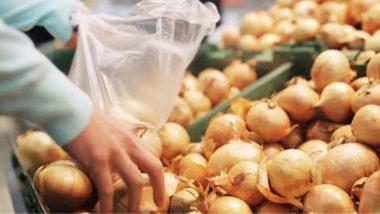 ठाणे: हजार रुपयांच्या खरेदीवर 1 किलो कांदे फ्री, दुकानदाराकडून ग्राहकांना भन्नाट भेट