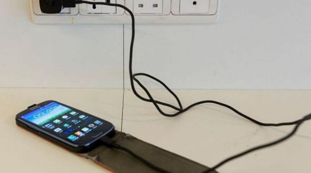 रेल्वे स्थानकात मोबाईल चार्जिंग करणे पडेल महागात, SBI कडून ग्राहकांना पूर्वसुचना देत सावधगिरीचा इशारा