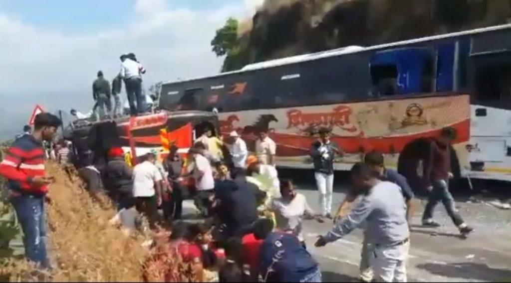 सातारा: पसरणी घाटात शिवशाही बस अपघात, 33 जण गंभीर जखमी