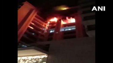 मुंबई: विलेपार्ले परिसरातील 13 मजली इमारतीला भीषण आग