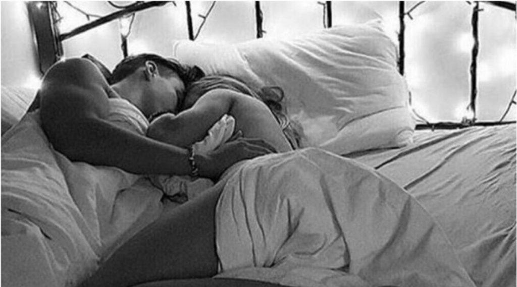 Sex Tips: सेक्सचा अनुभव अजून रोमँटिक करण्यासाठी कामी येतील या '10' फोरप्ले मूव्हस