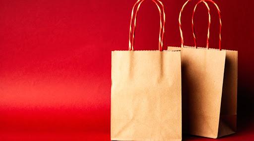 पुणे: कागदी पिशवीसाठी 8 रुपये आकारल्याने ग्राहक मंचाने ठोठावला 25 हजारांचा दंड