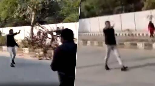 जामिया विद्यापीठामध्ये सुधारित नागरिकत्व कायद्याविरोधातील आंदोलकांवर गोळीबार करणाऱ्या तरुणाचा हिंदू महासभेकडून होणार सत्कार