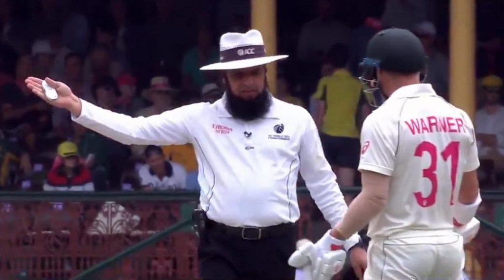 AUS vs NZ: न्यूझीलंडविरुद्ध सिडनी टेस्टमध्ये ऑस्ट्रेलिया संघाला ठोठावला दंड, संतप्त डेविड वॉर्नर याने अंपायरच्या निर्णयाचा केला विरोध, पाहा (Video)
