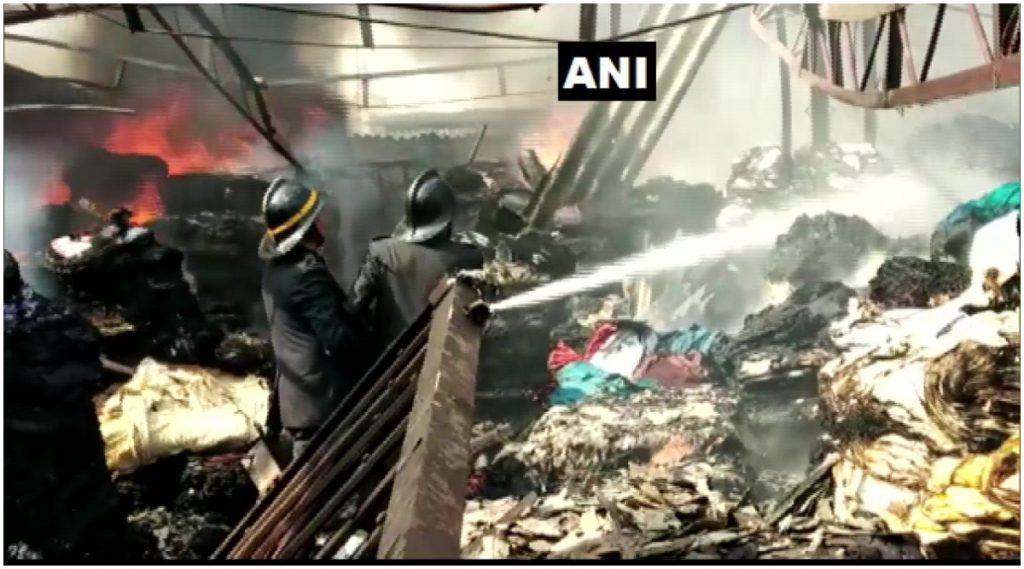 ठाणे: भिवंडी येथील खोका कंपाउंड परिसरात कारखान्याला भीषण आग, अग्निशमन दलाच्या दोन गाड्या घटनास्थळी दाखल