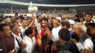 Maharashtra Kesari 2020 Final:हर्षवर्धन सदगीर याची खिलाडूवृत्ती, पराभूत शैलेश शेळके याला खांद्यावर घेत मारली फेरी, पाहा (Video)