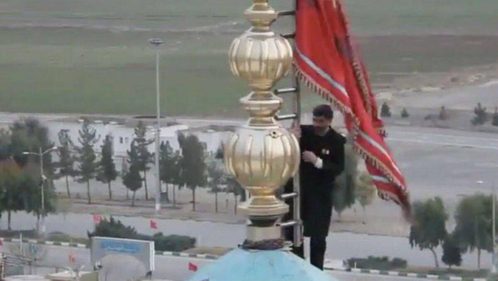 अमेरिकन एयर स्ट्राईक आणी कासिम सुलेमानी हत्येचे प्रत्युत्तर देण्यासाठी इराणची युद्धतयारी; पहिल्यांदा मशिदीवर फडकवला लाल झेंडा (Watch Video)