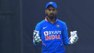 IND vs AUS 1st ODI: केएल राहुल ने डेविड वॉर्नर चा कॅचसोडल्यावर वानखेडेवरील चाहत्यांनीकेला 'धोनी...धोनी' नावाचा जयघोष, पाहा Video