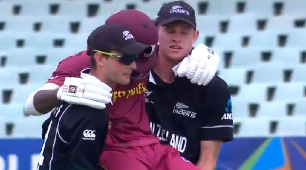 U19 World Cup 2020: न्यूझीलंडच्या खेळाडूंनी जखमी वेस्ट इंडियन खेळाडूला उचलून मैदानाबाहेर नेत दर्शवली खेळाडूवृत्तीची भावना, पाहा Video