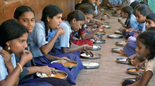 परभणी: पूर्णा येथील मागासवर्गीय शासकीय निवासी शाळेतील 35 विद्यार्थ्यांना अन्नातून विषबाधा