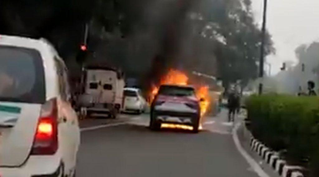 भारतात नुकतेच लॉंंच झालेली MG Hector ने महिन्याभरात दुसऱ्यांदा घेतला पेट; कंपनीकडून कोणतीही प्रतिक्रिया नाही (Video)