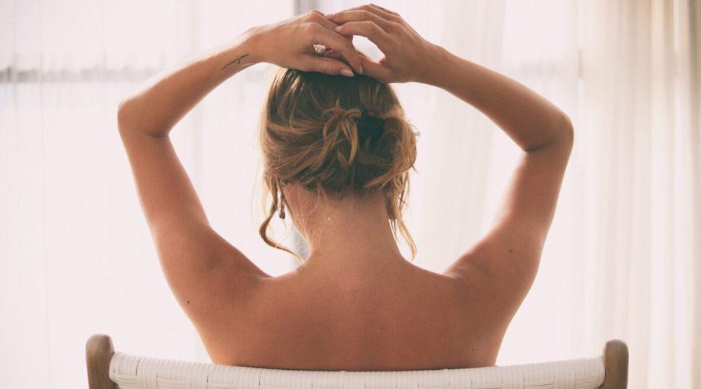 Nude Cleaning Business: 3 मुलांची आई असलेली महिला विवस्त्र राहून करते घरकाम करण्याचा नवा व्यवसाय, तासाचे घेते 'इतके' रुपये