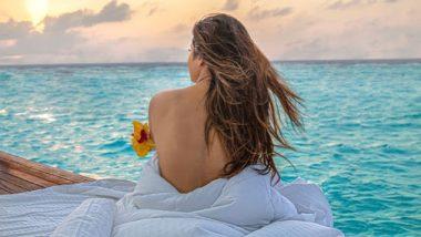 बॉलिवूड अभिनेत्री मौनी रॉयने मालदीवच्या किनाऱ्यावरील टॉपलेस फोटो केले शेअर; पहा बोल्ड फोटोज