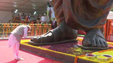 वाराणसी: पंतप्रधान नरेंद्र मोदी यांच्या हस्ते दीनदयाळ उपाध्याय यांच्या 63 फुटी पुतळ्याचे अनावरण