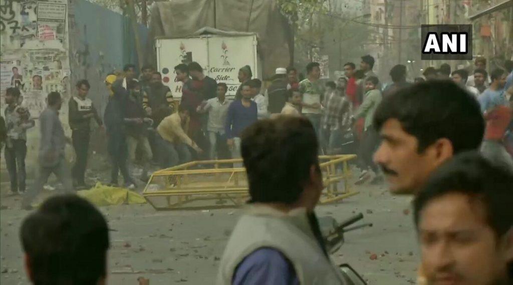 शाहीन बागेतील CAA विरोधी निदर्शनाचा स्थानिक रहिवाशांकडून निषेध, रस्ते सुरु करण्यासाठी नवे आंदोलन सुरु