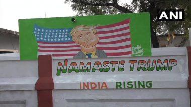 अमेरिका राष्ट्राध्यक्ष डोनाल्ड ट्रम्प यांच्या स्वागतासाठी आगरा येथील रस्त्यांवरील भिंतींवर रंगरंगोटी