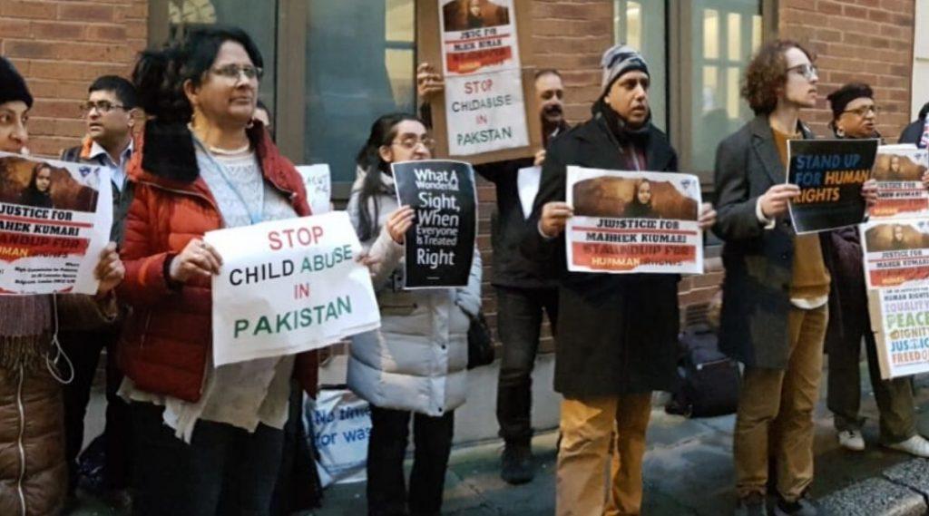 सिंध येथे अल्पवयीन हिंदू मुलीचे बळजबरीने धर्मांतर करुन लग्न, लंडनच्या संयुक्त राष्ट्र कार्यालयाबाहेर भारतीयांकडून आंदोलन