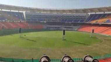गुजरात: डोनाल्ड ट्रम्प यांच्या भारत दौऱ्यापूर्वीचं 'मोटेरा स्टेडियम' बाहेरील प्रवेशद्वार कोसळले