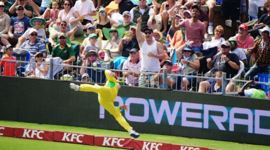 SA vs AUS 2nd T20I: दक्षिण आफ्रिकाविरुद्ध स्टिव्ह स्मिथ बनला 'सुपरमॅन', हवेत उडी मारून टीमसाठी रोखल्या सहा धावा (Video)