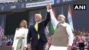 पंतप्रधान नरेंद्र मोदी आणि डोनाल्ड ट्रम्प यांचे मोटेराच्या स्टेडिअमवरील मंचावर आगमन; 24 फेब्रुवारी 2020 च्या ताज्या मराठी बातम्या आणि ब्रेकिंग न्यूज LIVE