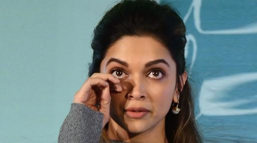 NCB Summons Deepika Padukone's Manager: ड्रग्ज प्रकरणी एनसीबीकडून दीपिका पदुकोणची मॅनेजर करिश्मा प्रकाश ला समन्स
