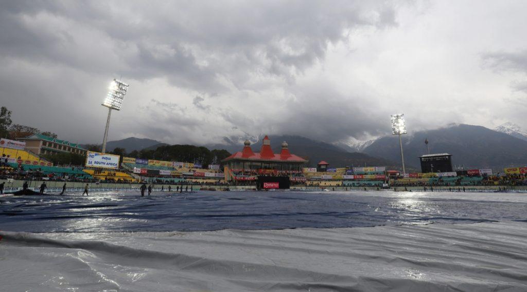 IND vs SA 1st ODI: पावसामुळे भारत-दक्षिण आफ्रिका पहिली वनडे रद्द होण्याची शक्यता, संतप्त चाहत्यांकडून BCCI ला बसली फटकार